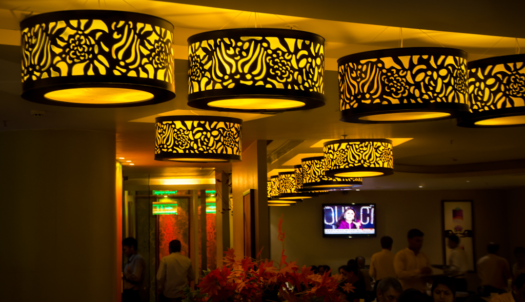 Lights_in_restaurant